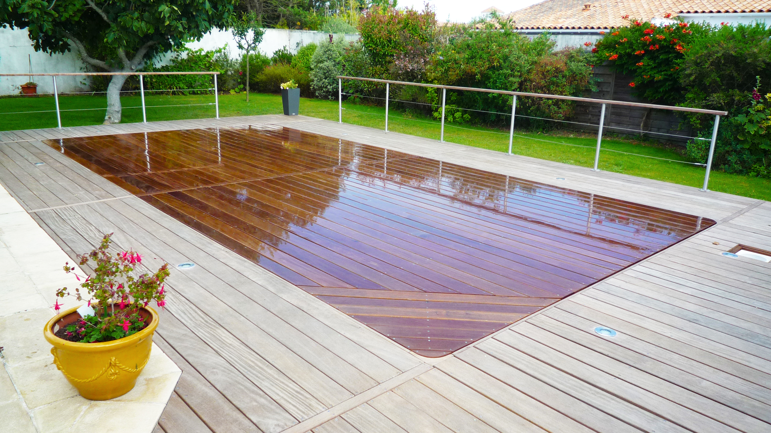 Le plancher mobile transformez votre piscine en terrasse for Piscine fond mobile belgique