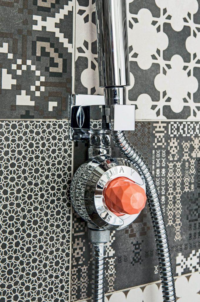 Des huiles essentielles dans la douche ©Skinjay