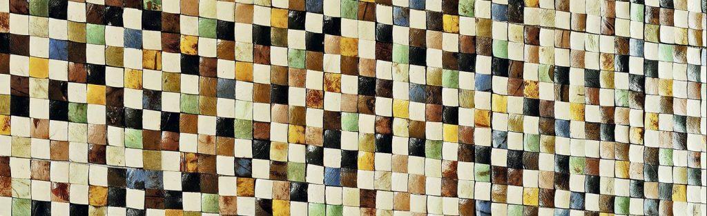 Au mur, une mosaïque de noix de coco naturelles.© Studio Érick Saillet