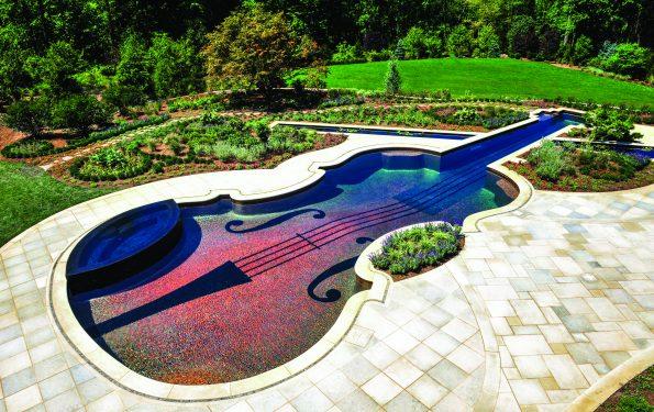 Piscine en forme de violon