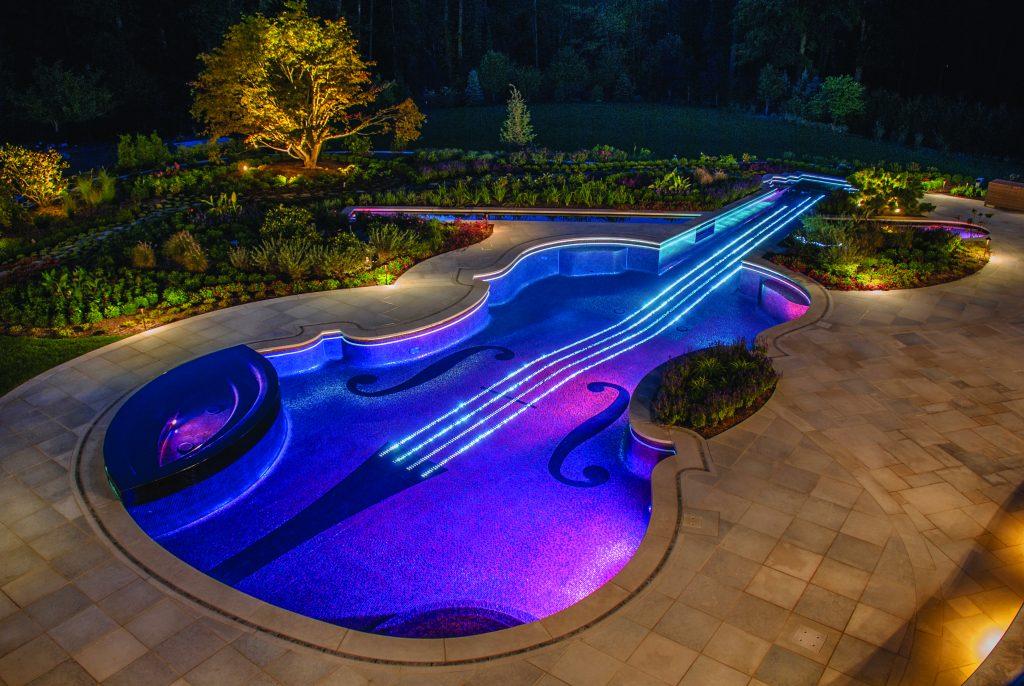 Piscine violon vue de nuit