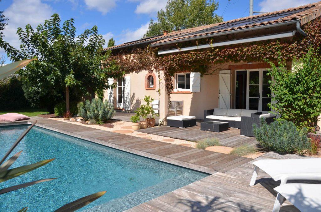 Extérieur paysager par Atelier Vert Jardin, piscine