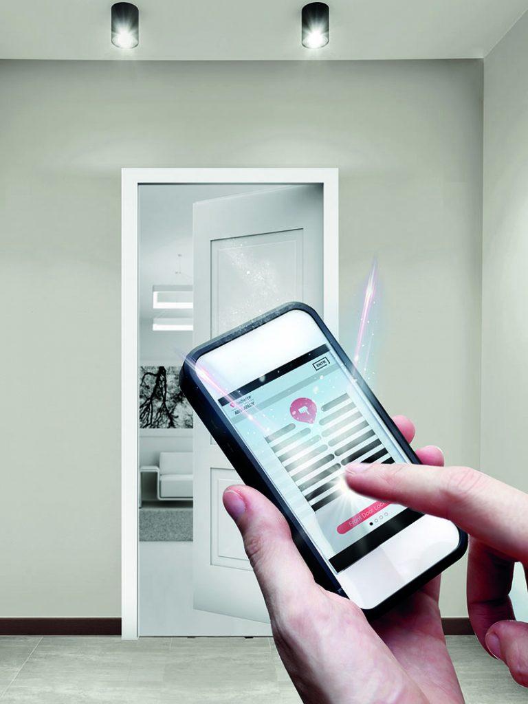 Une application smartphone pour ouvrir sa porte d'entrée. Sécurité et domotique. © Vachette