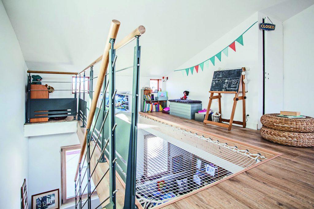 Filet de catamaran pour jouer et faire la sieste, surélévation bois par Espace Charpente