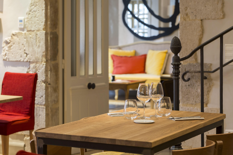 Deux Salles Gastronomiques Une Salle Bistrot Grande Terrasse Et De Sminaire Pouvant Accueillir Jusqu 30 Personnes